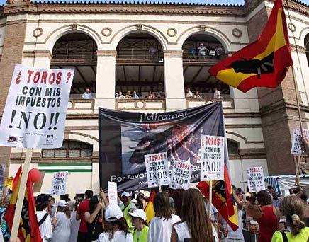 Éxito en la manifestación contra la tortura taurina en Málaga