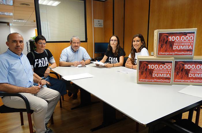 Entregamos más de 100.000 firmas a la Generalitat de Catalunya para reclamar el decomiso de Dumba