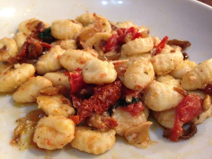 #LunesSinCarne: Gnocchi con salsa calabrese