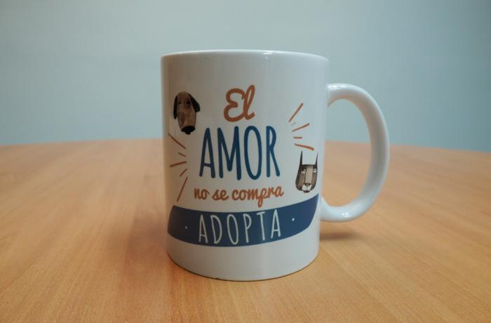 ¡Trae un socio a FAADA y llévate nuestra exclusiva taza firmada por Roger Olmos!