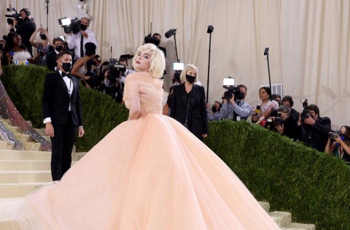 Billie Eilish llevó un vestido de Oscar de la Renta en la Gala MET a cambio de que la firma dejara de usar pieles